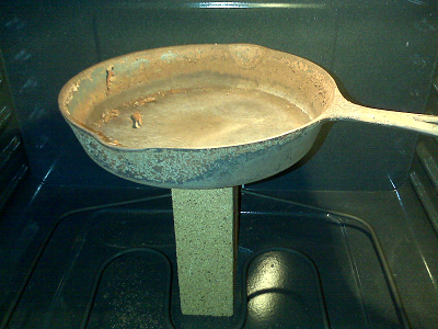cast iron skillet in oven - gick turned to ash