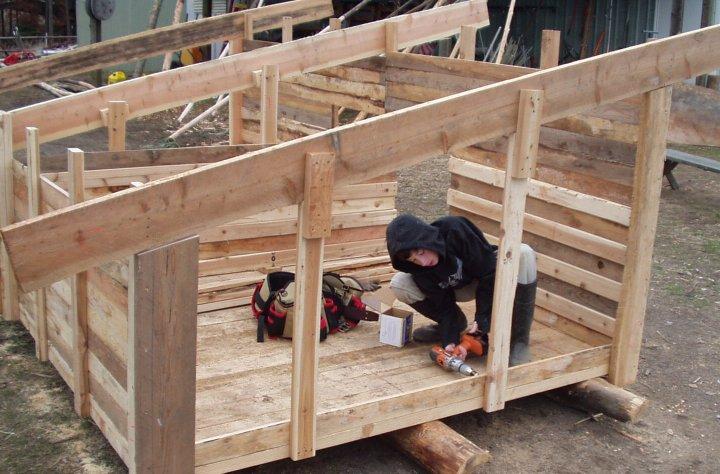 Hog farrowing house plans